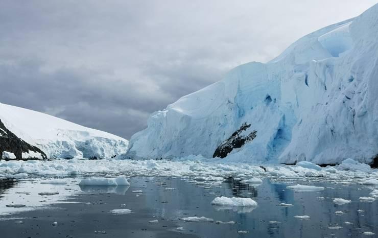 falaises reflets et glaces