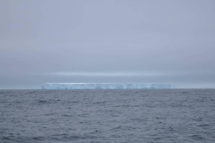 iceberg tabulaire géant.jpeg